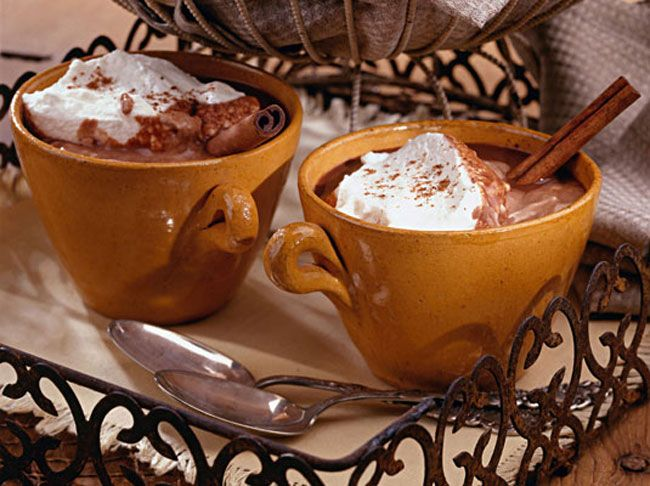 chocolate quente com chantily e canela