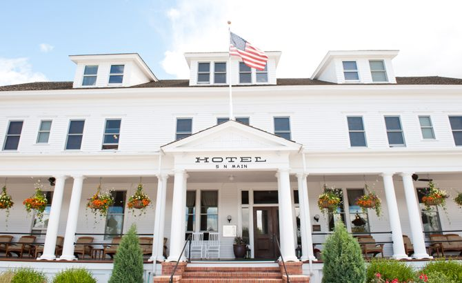 Offering Rich History And Modern Amenities The Sacajawea Hotel A Historic Hotels Of America Destination Offers Over 100 Years Practice In Western