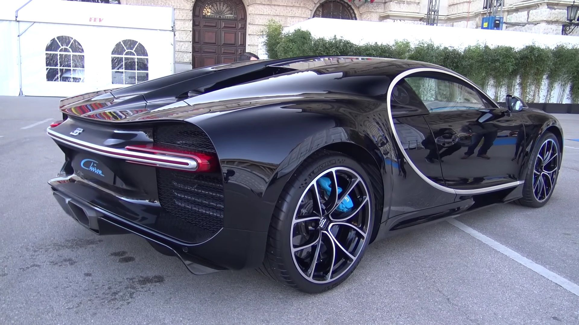 2018 bugatti chiron black. exellent 2018 black bugatti chiron in vienna austria rear side angle 4   sssupersportscom for 2018