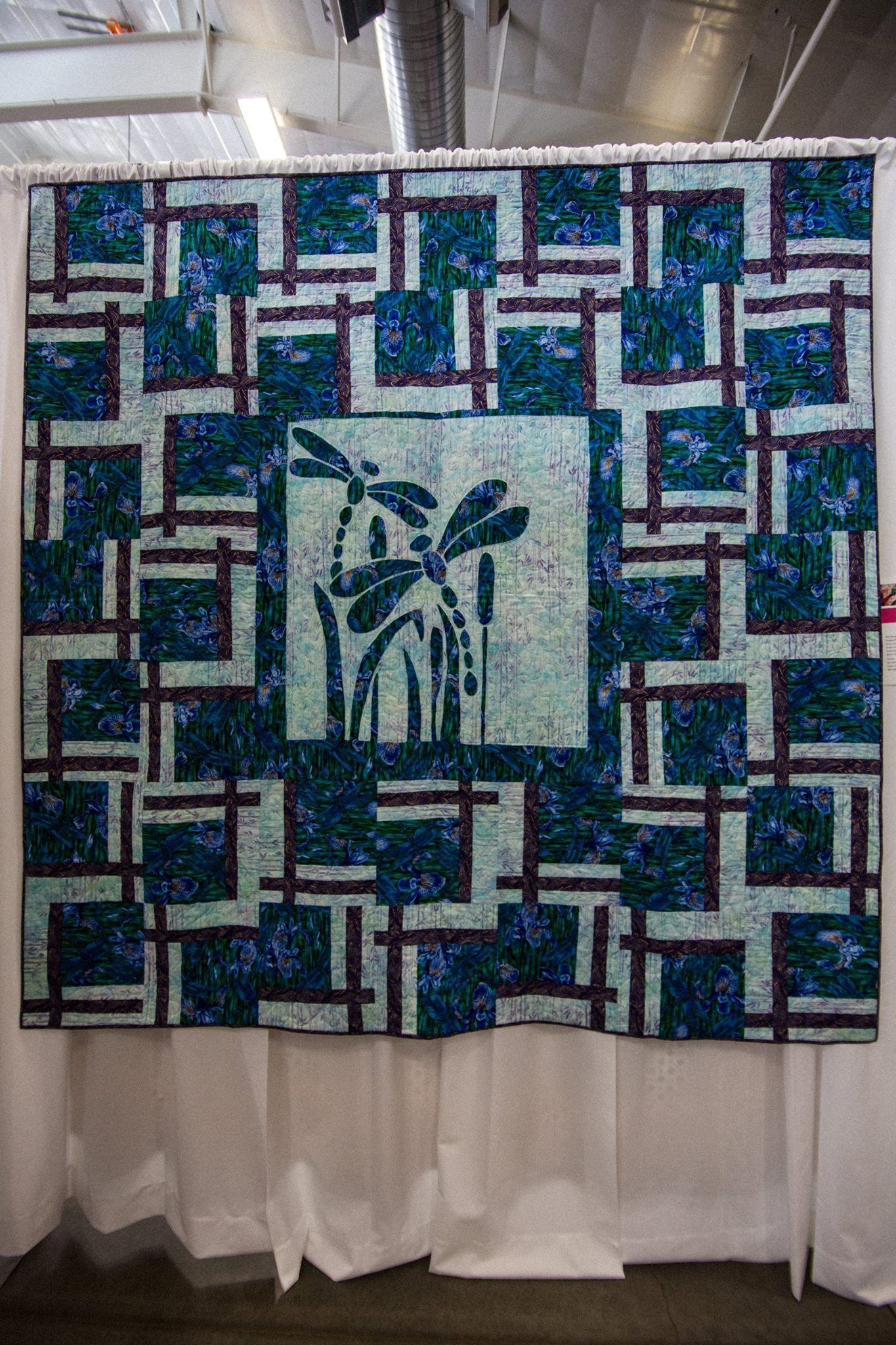quilt by j goad made using dragonflies in flight 2 fabric applique