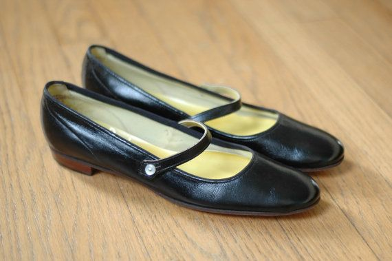 Size 6.5 6 Black 1960s shoes 60s shoes 1960s heels bow 60s