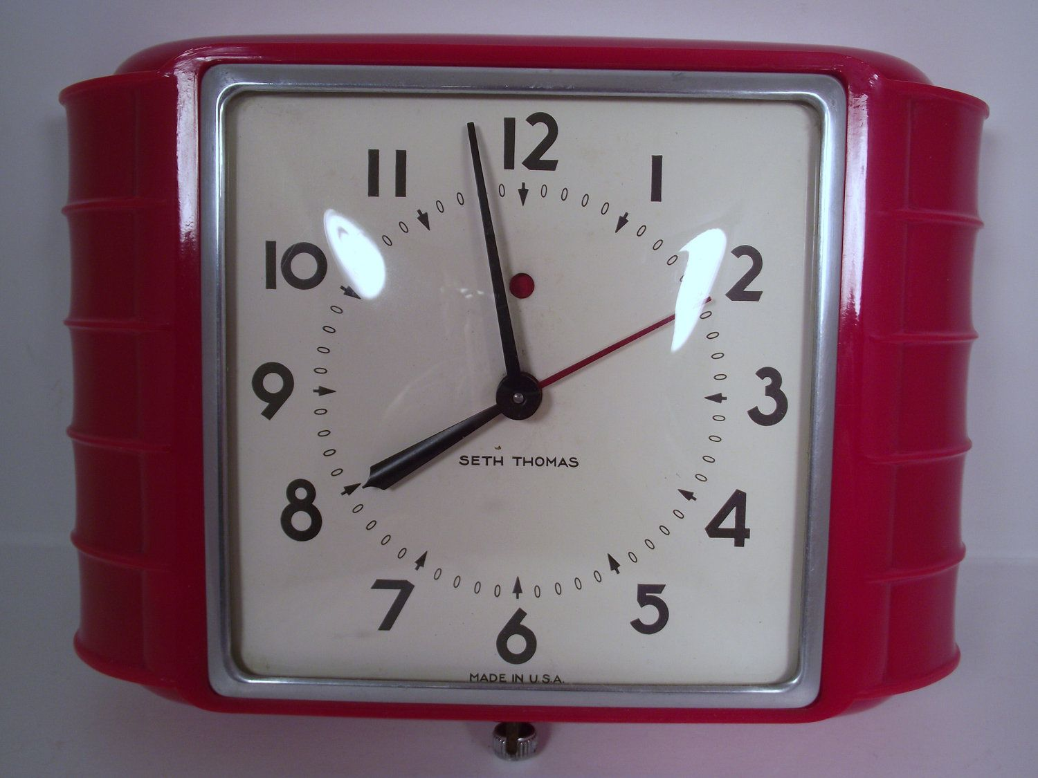 Vintage 1940s Art Deco Seth Thomas Kitchen Electric Wall Clock In RED  Plastic Model E854