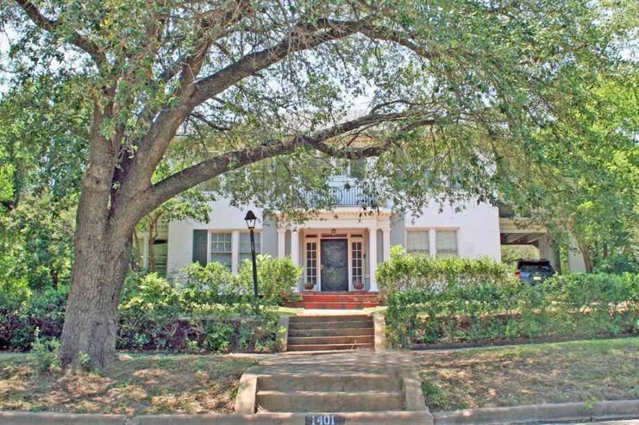 1920 colonial revival mineral wells tx 140 000 old house rh pinterest co uk