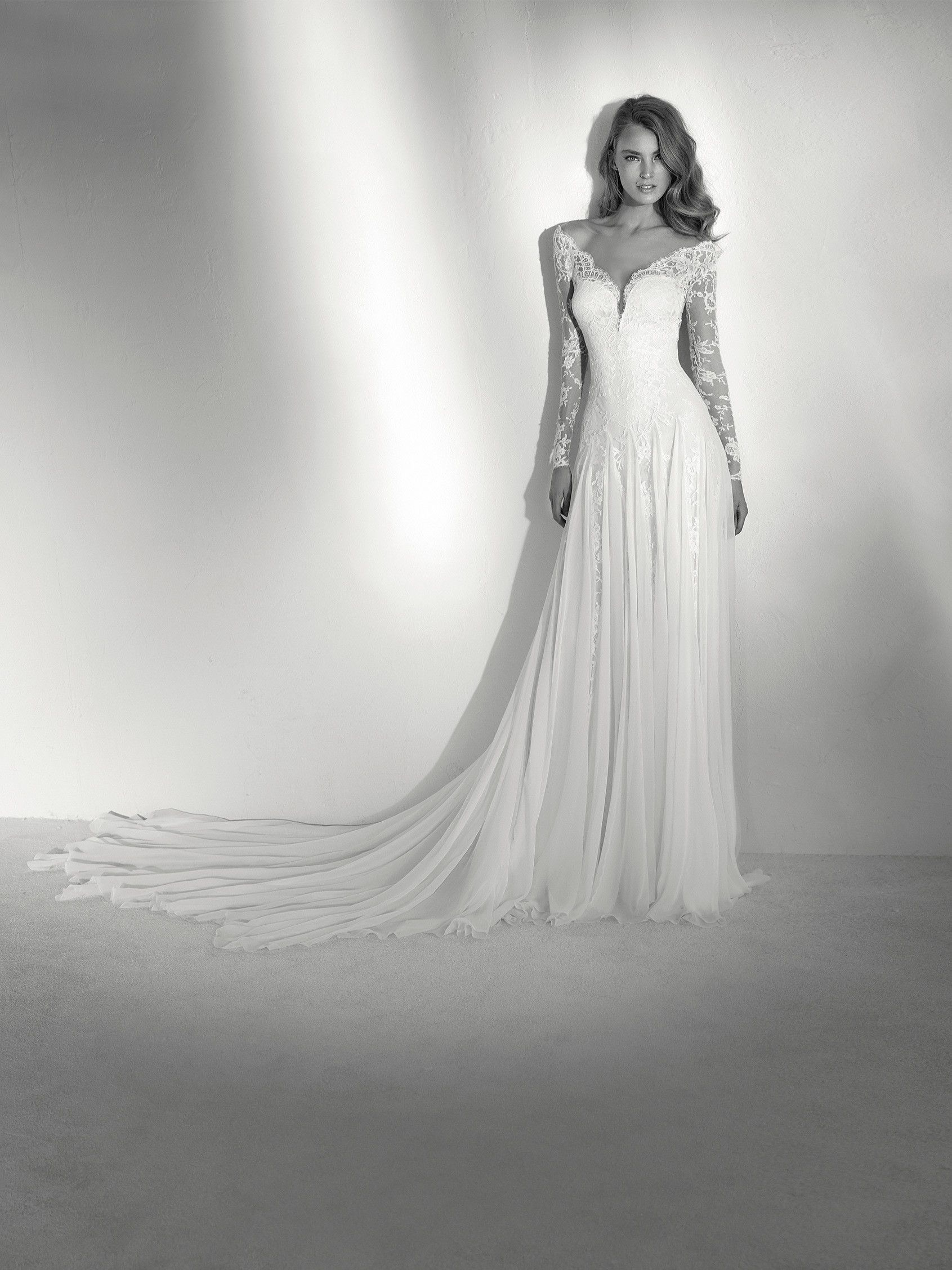 Rosana robe de mariée à coupe évasée et manches longues au