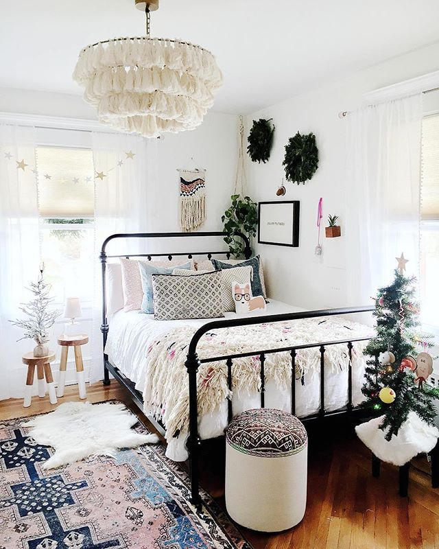 Unique Layout for Small Bedroom