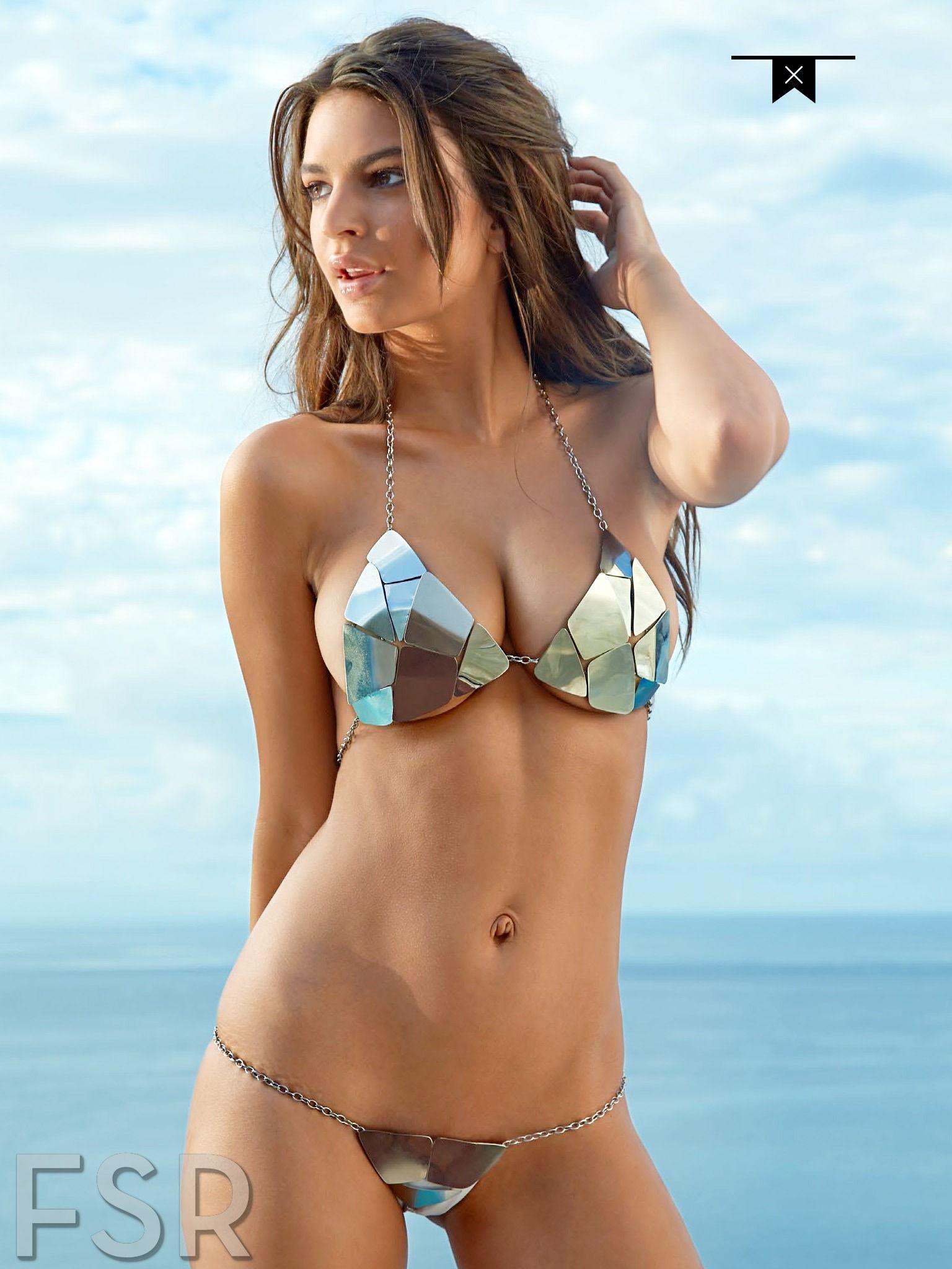 f0b7dfcc0 Feliz viernes  ¡Emily Ratajkowski sube foto desnuda por error! Gente Guapa