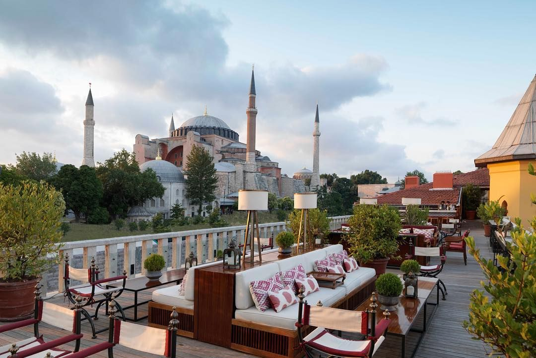 Trying To Decide Where To Stay In Istanbul If You Want To Be Near The Hagia Sophia And Blue Mosque Here A In 2020 Best Hotels In Istanbul Istanbul Hotels Best Hotels