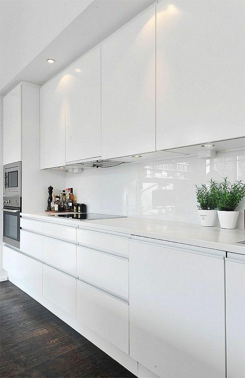 Kuchenruckwand Ideen Und Coole Tipps Moderne Weisse Kuchen Kuchen Design Kuche Hochglanz