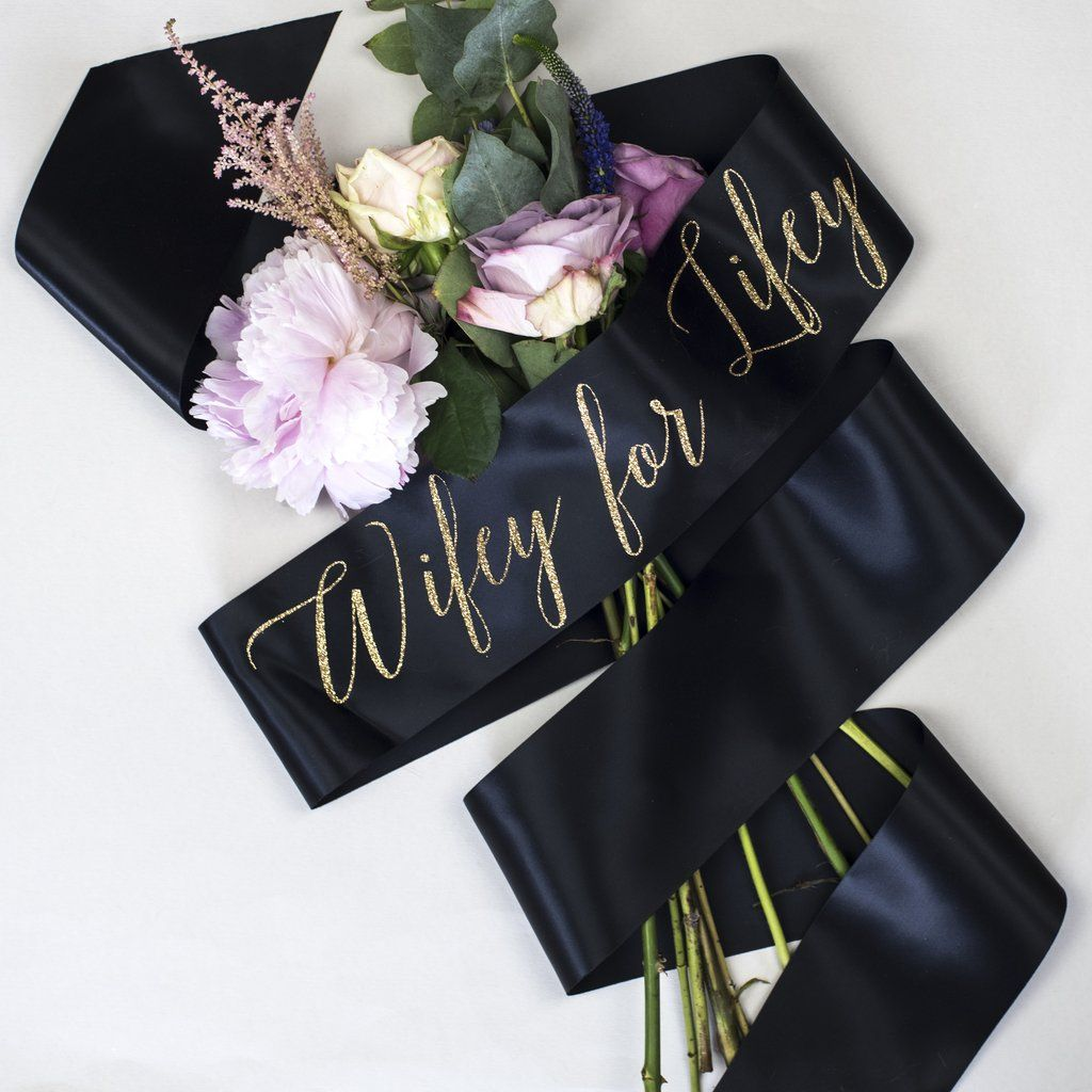 Wifey for Lifey' Script Glitter Print Hen Party Sash - Ivory