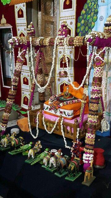 Bal Krishna In Dry Fruit Jula In Gujrati It S Call Hidola