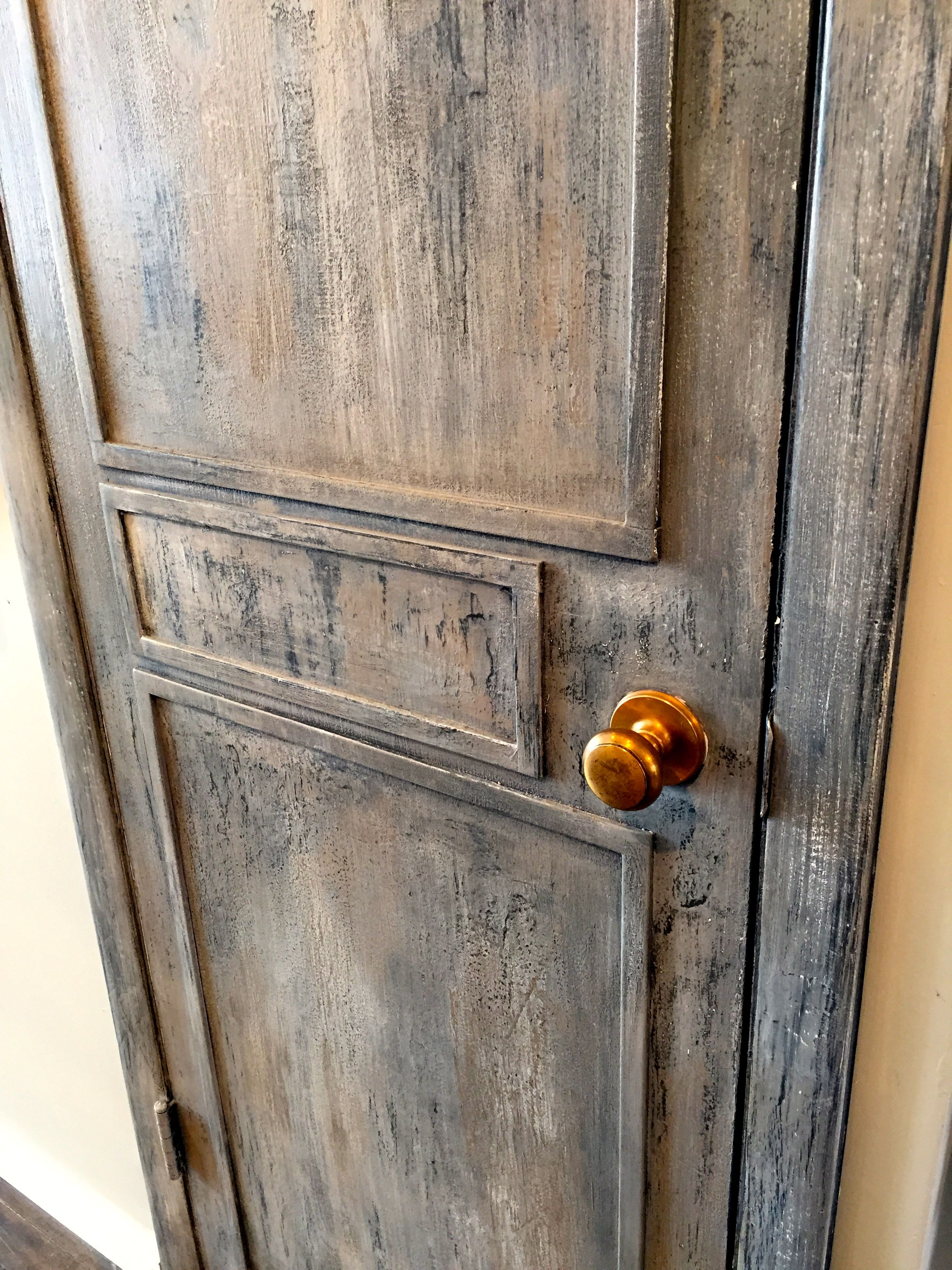 Chalk Paint Per Porte layered rustic door using chalk paint®. tutorial with step