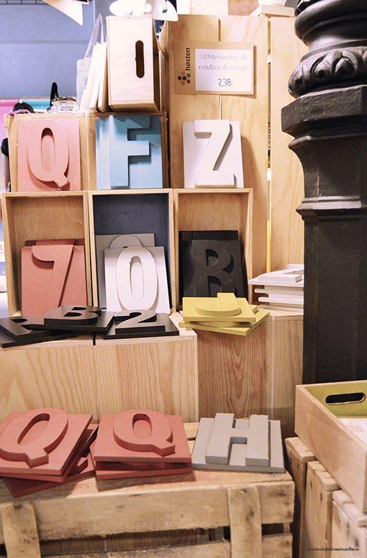 Carteles con letras de colores