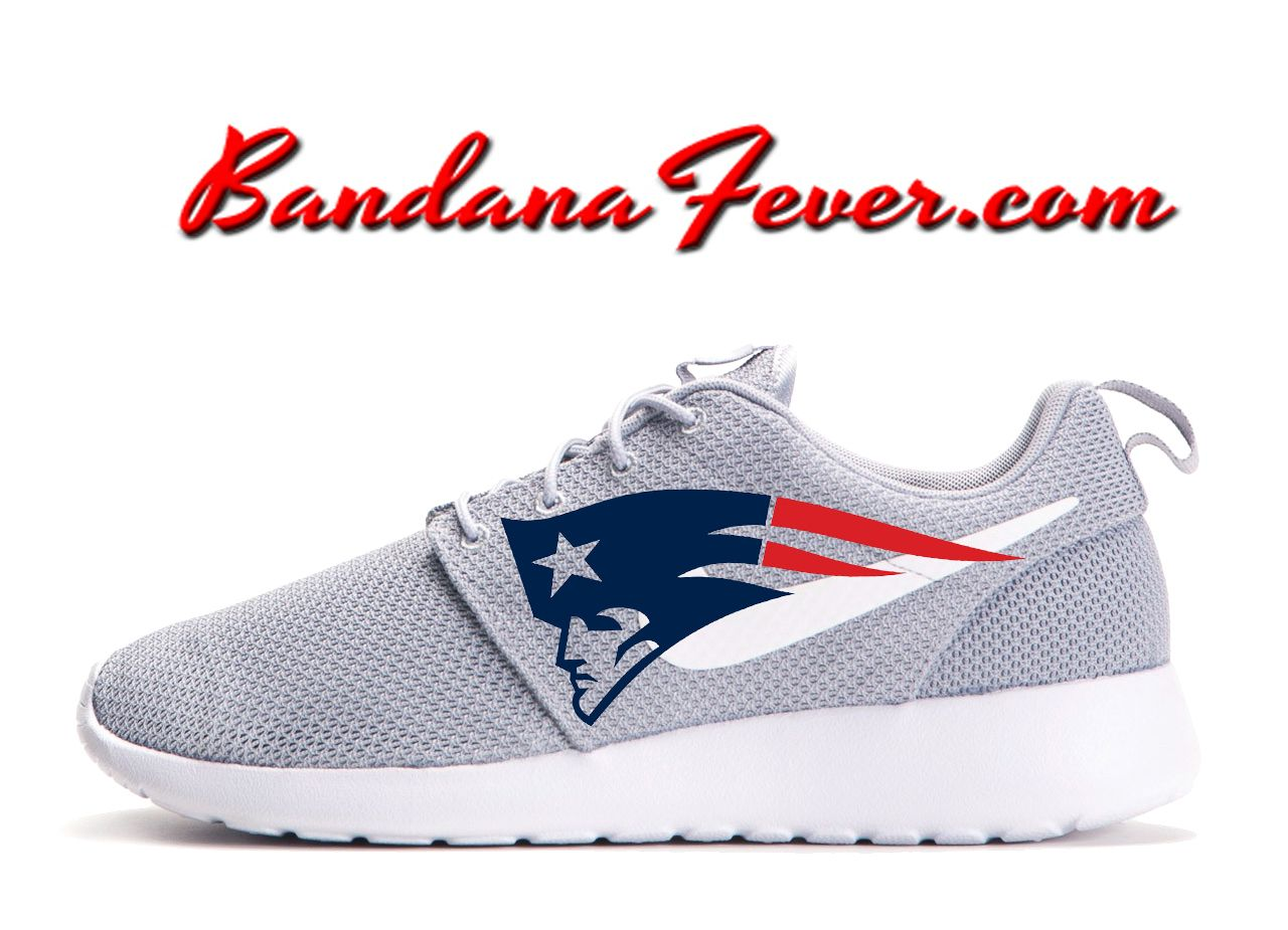 27e18e3331034 ... Bandana Fever - Nike Nike Roshe Run ... nike roshe run grey white new  england patriots v5 ...