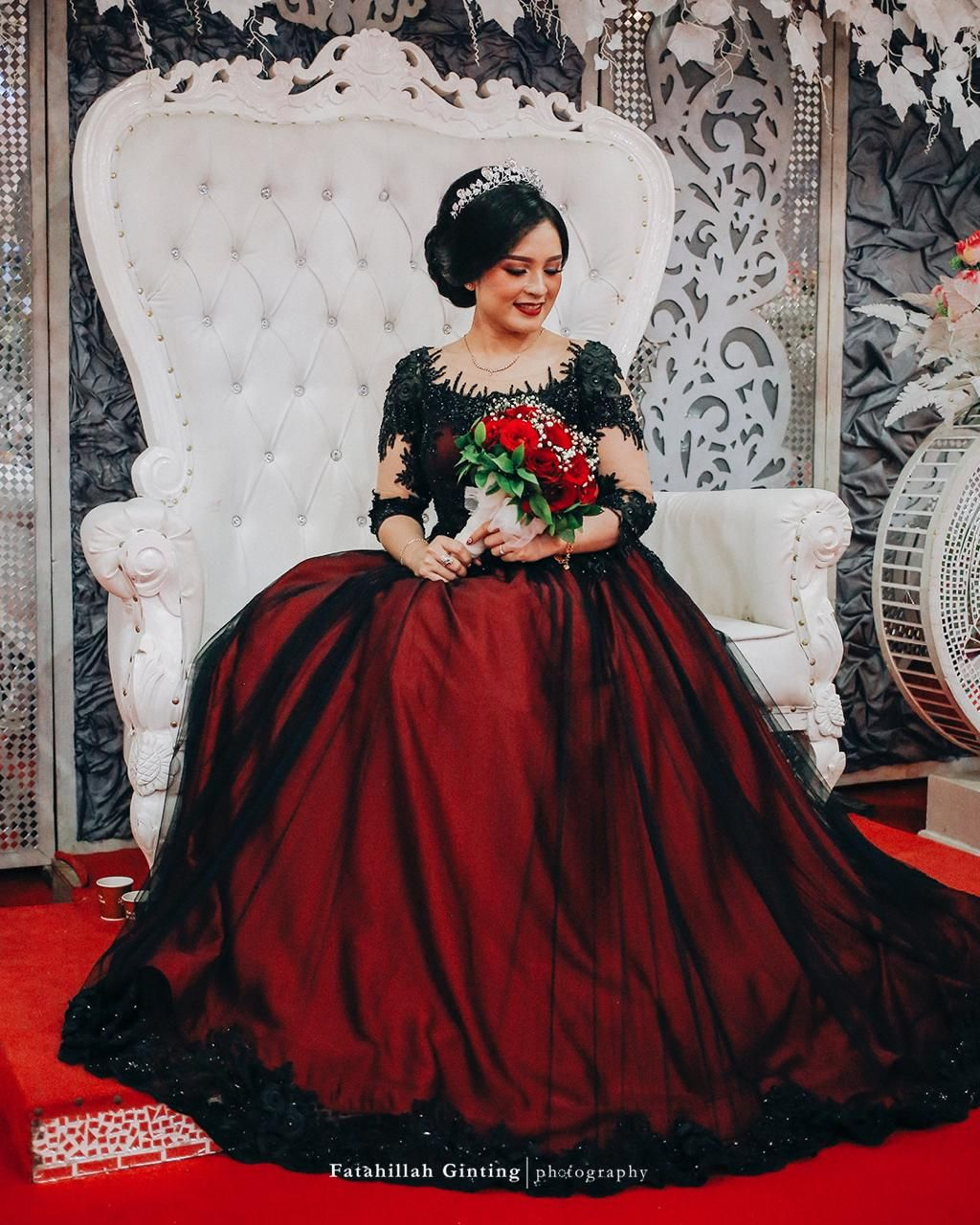 Wedding Gown In Red And Black Color Combination Black Color Combination Blouse Designs Gowns [ 1280 x 1024 Pixel ]