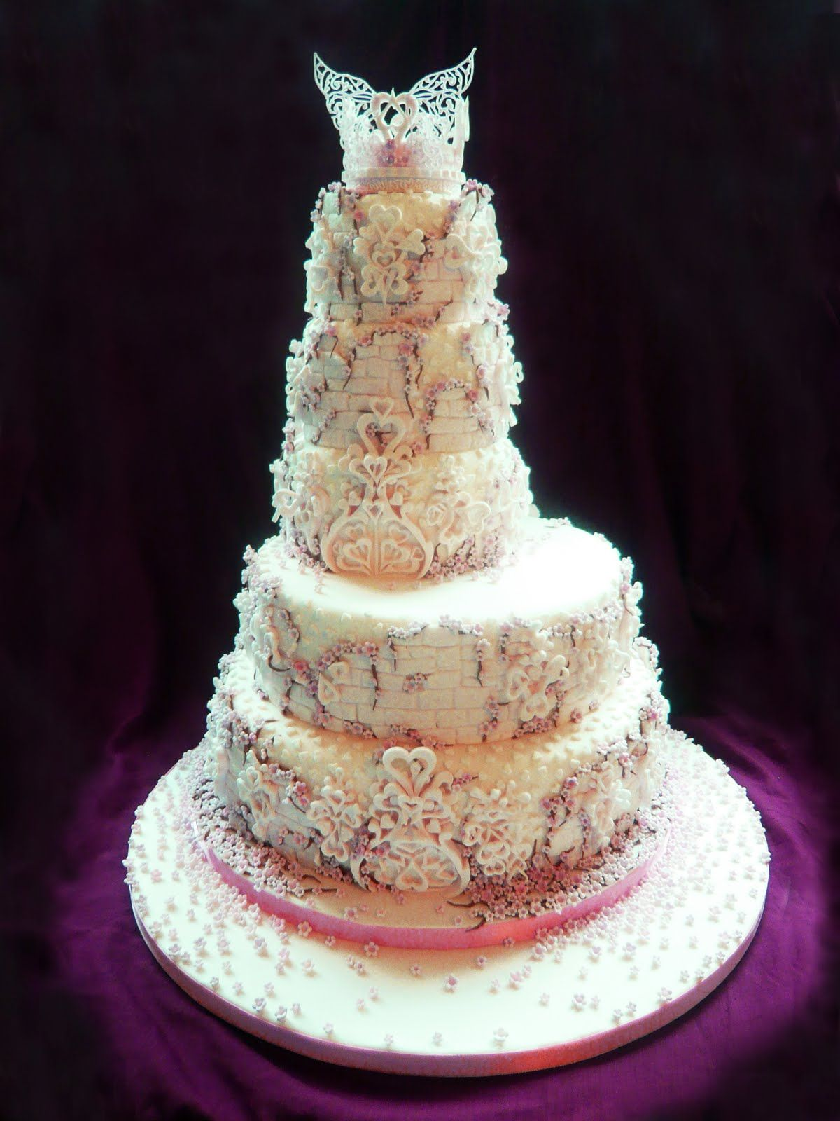 castleweddingcakes white dragon and castle wedding cake