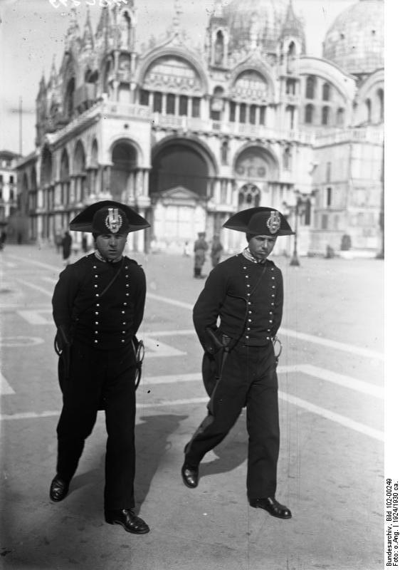 Carabinieri piazza San Marco 1924