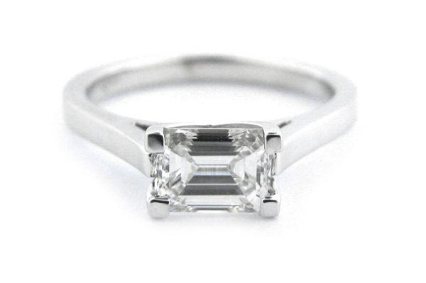 Ring Emerald Cut Diamond Horizontally