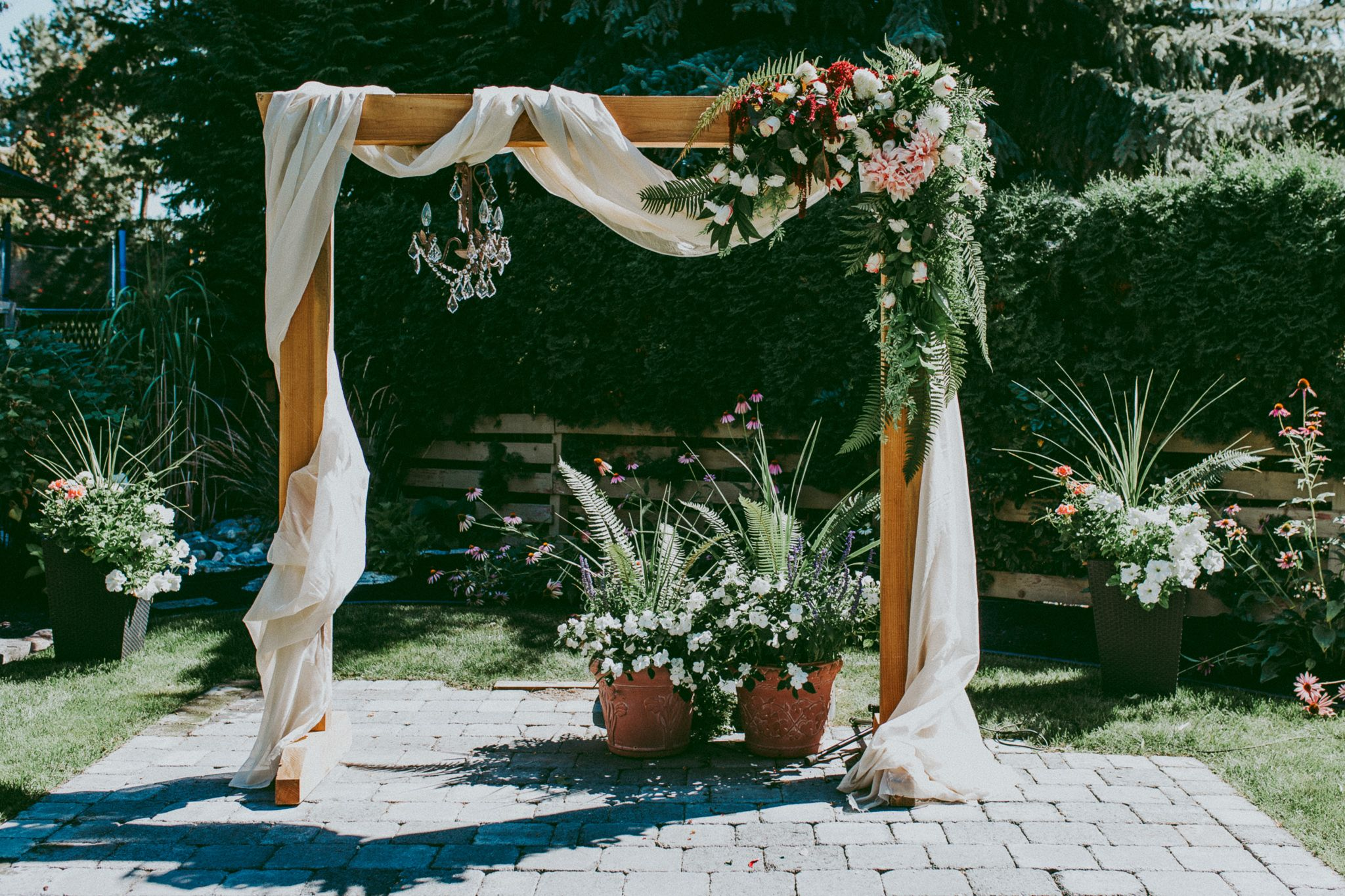 With Fabric And Flowers Wedding Arch Diy Arch Decoration Wedding Wedding Arch Flowers Diy Wedding Arch