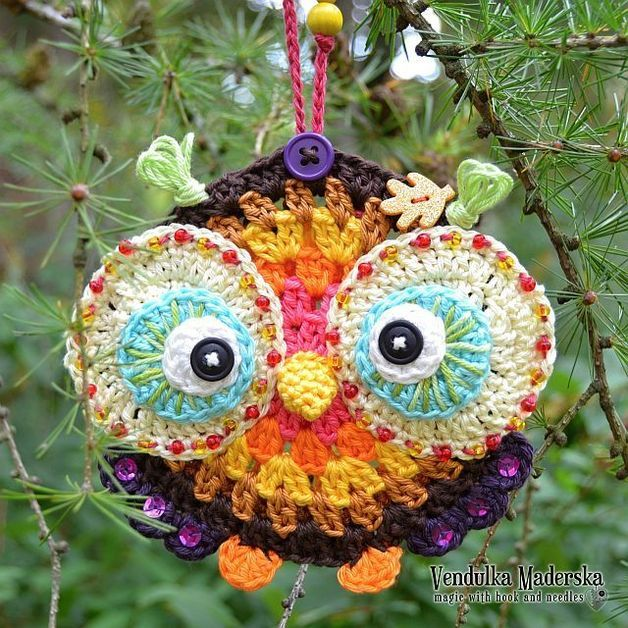 I like owls. They are so calm and clever and so wonderful! This colorful owl ornamnet in beautiful autumn colors is great for home decoration. Especially this one is hanging directly infront of my...