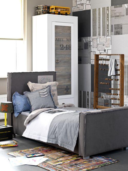 Coming Kids #Stapelgoed #vtwonen #interior #inspiration #boys #bedroom #pillows #carpet #closet