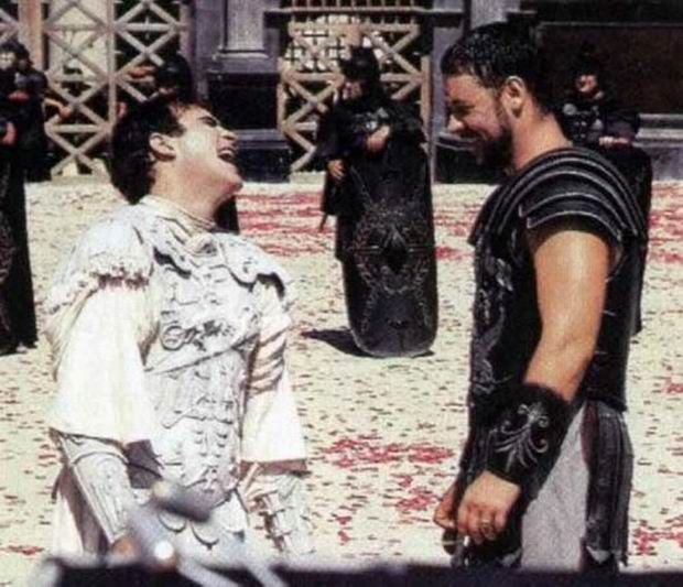 Gladiator - TV And Movie Sets Funny Photos (34)