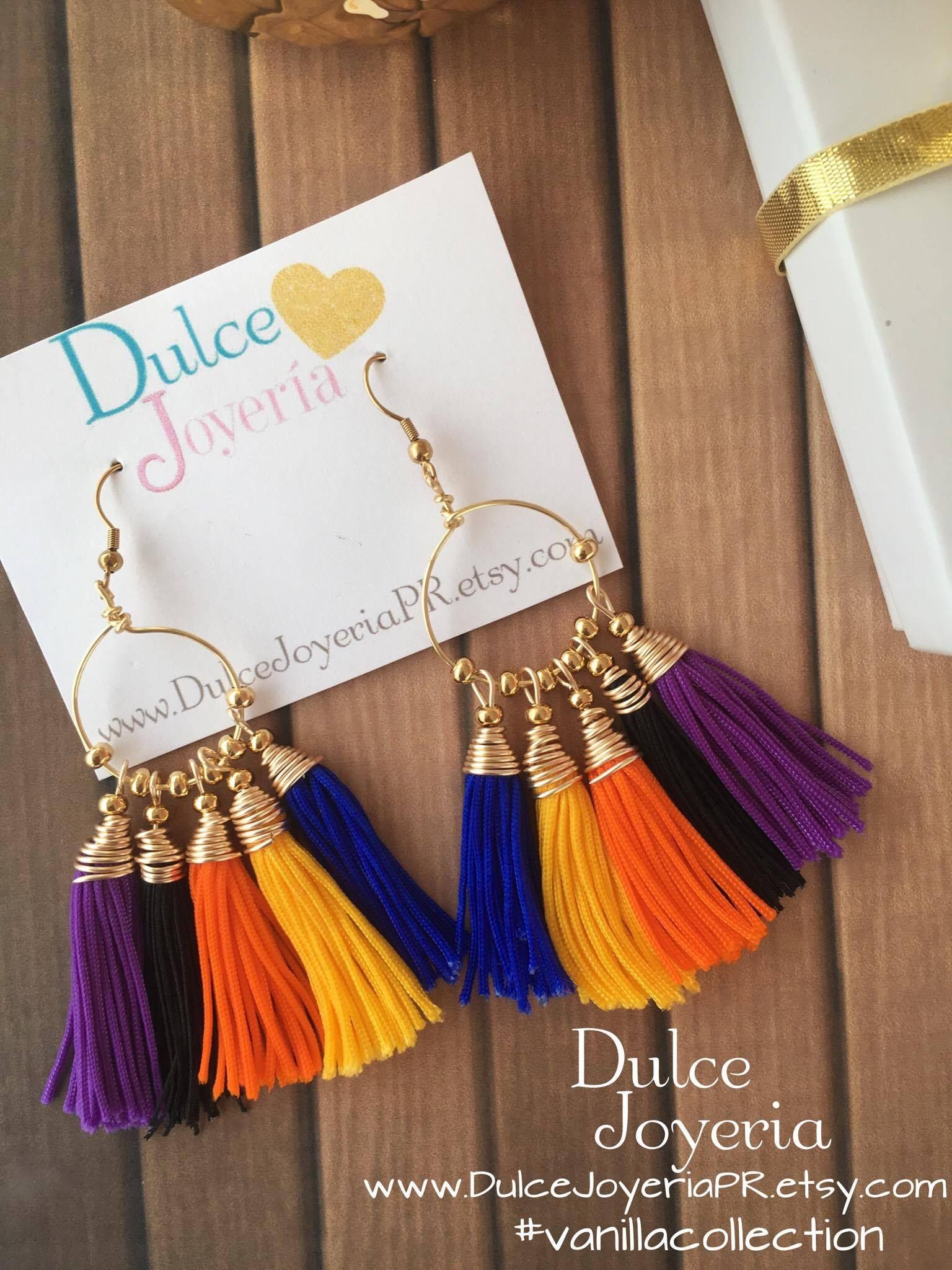 elegantes aretes con borlas en colores. Disponibles en : www.DulceJoyeriapr.etsy.com