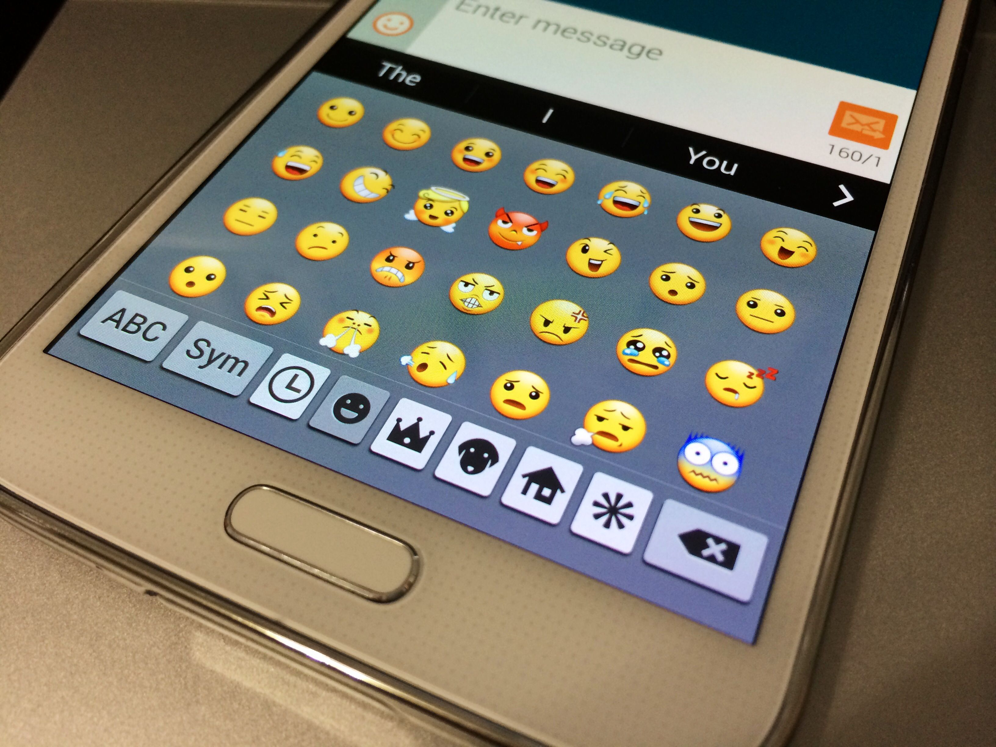 How To Use Emoji On The Galaxy S5 Galaxy Note 3 Galaxy S4 Galaxy S5 Galaxy Note 3 Samsung Galaxy S5