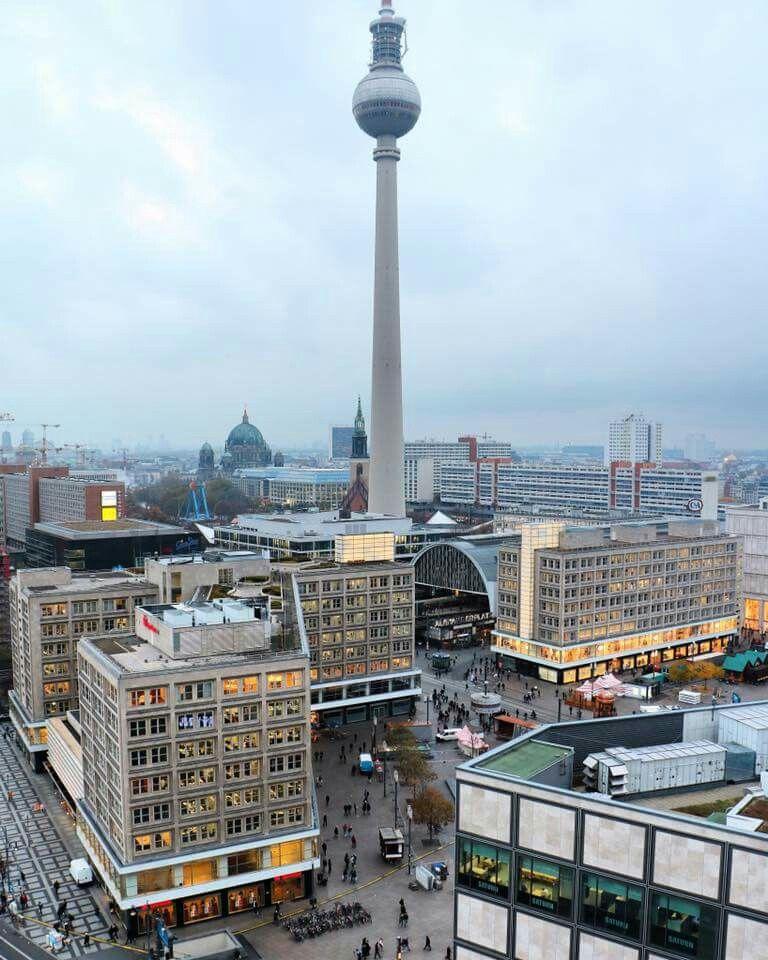 Blick Auf Den Alexanderplatz In Berlin Stadte Deutschland Deutschland Stadt