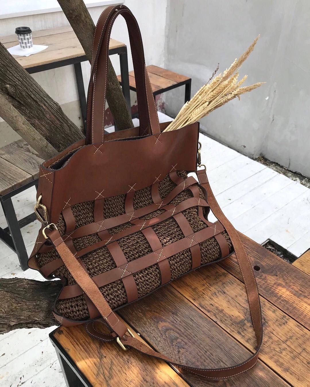 bcc5c905ef7c Летние сумки 12Storeez ⠀ ⠀ ✓️плетеная сумка с роговыми ручками ✓ замшевая  сумка-