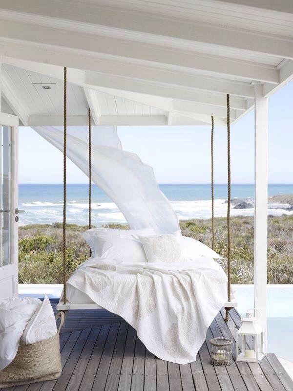 Sommer Bett Auf Terrasse Balkon Himmelbett Am Strand Oder Am Pool