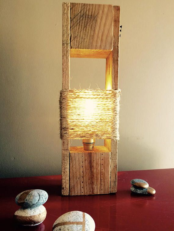 Una lámpara de mesa de palet original y moderna | Palets, Moderno y ...