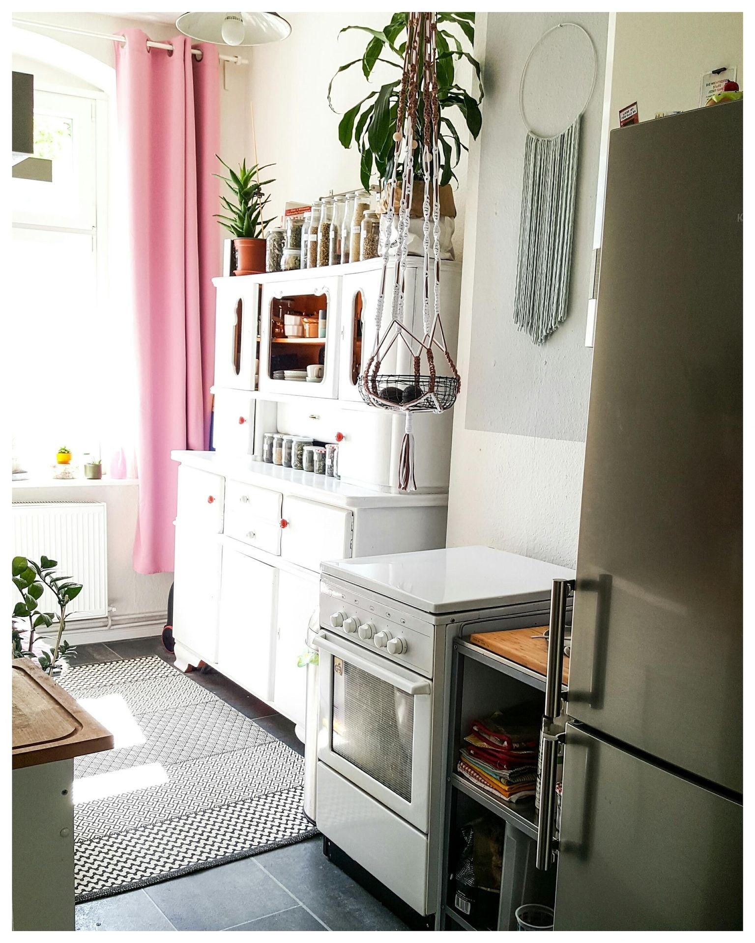 Eine rosaweiße Mädchen Küche mit einem wunderschönen