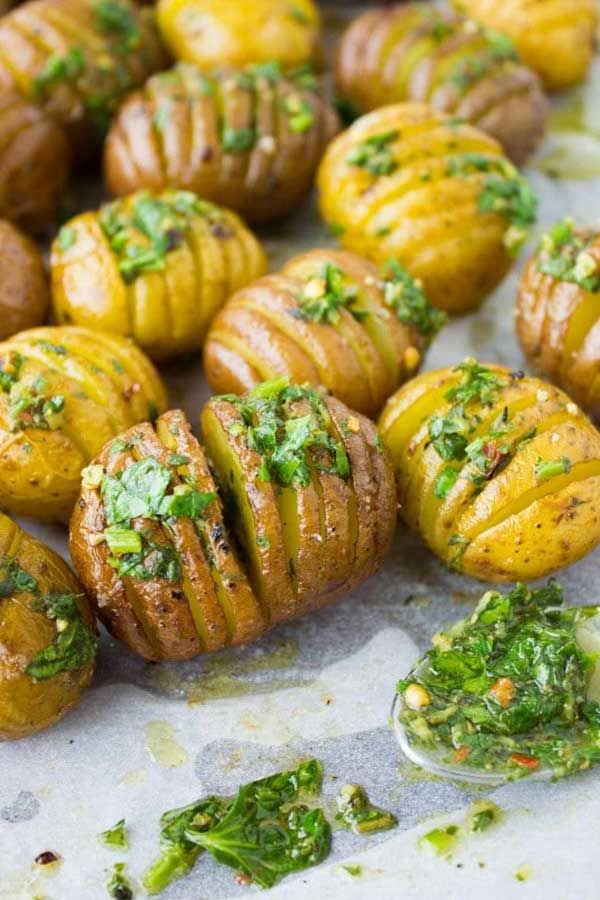 BEST HERB ROAST POTATOES - This is the absolute best herb roast potatoes recipe. Potatoes are slice