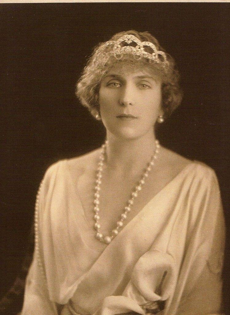 a sepia photo of Ena wearing the 1927 Cartier tiara