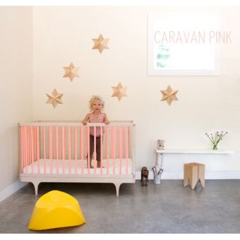 commode caravan neon pink edition limit e nursery chambre enfant chambre b b et enfant. Black Bedroom Furniture Sets. Home Design Ideas