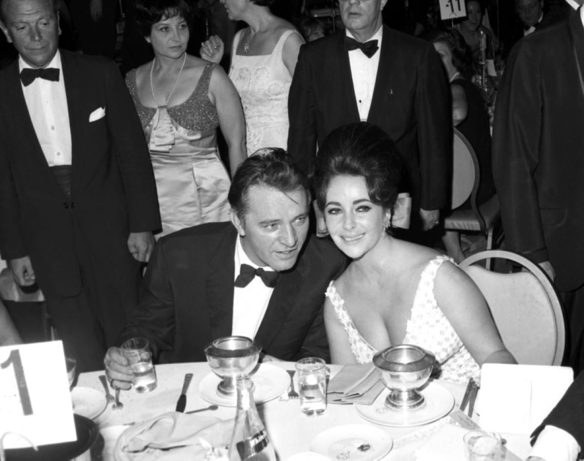 Elizabeth Taylor A Hollywood Legend S Life In Pictures From The Daily News Archive Elizabeth Taylor Hollywood Legends Burton And Taylor