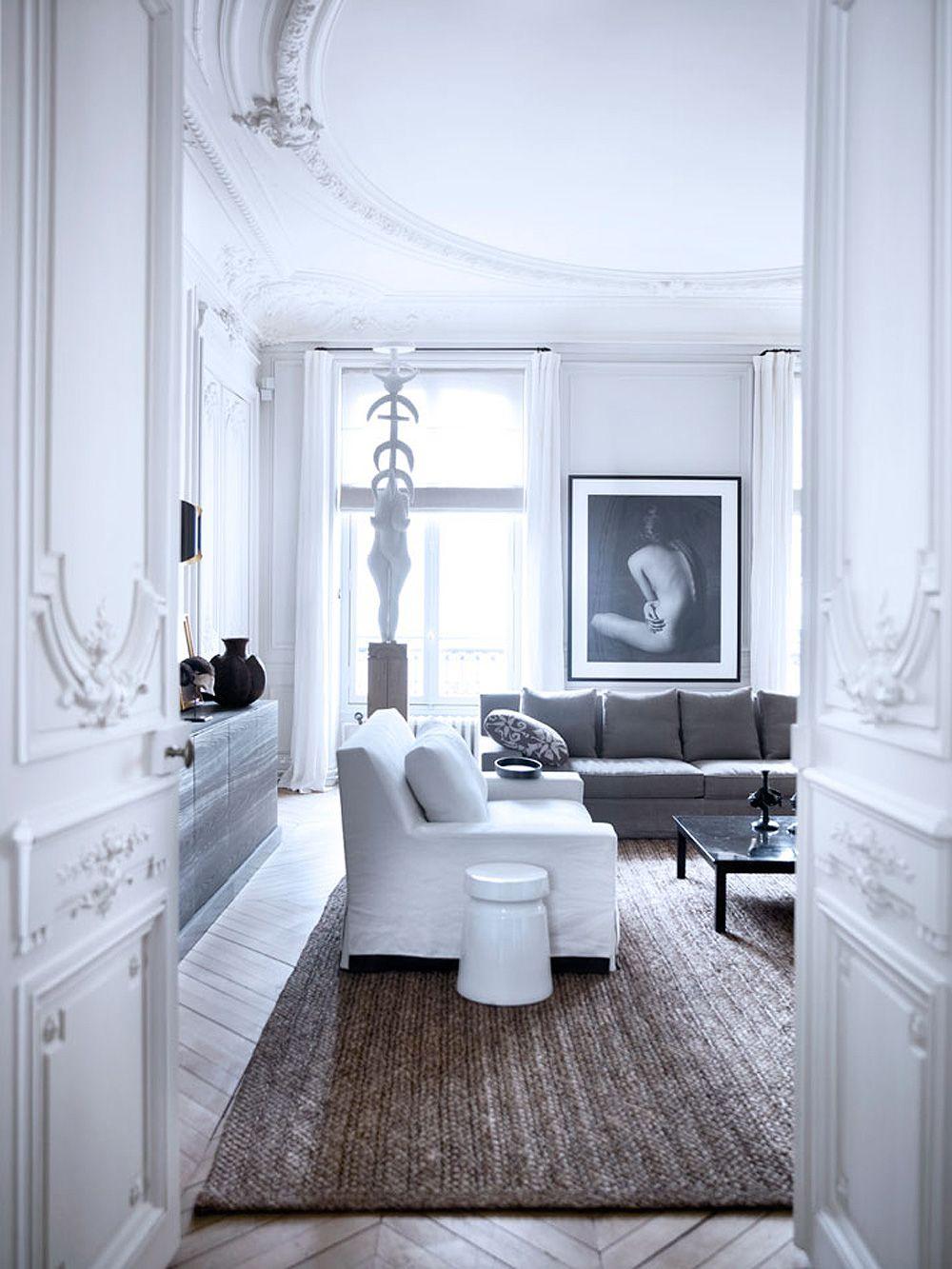 Weißes Interior in Paris, perfekte Stuckdecke #interior #weiß #stuck ...