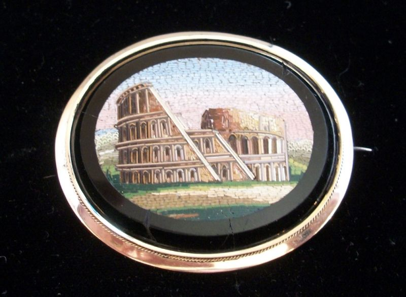 Beautiful and large late 19th / early 20th century Italian micro mosaic brooch, depicting the Colisseum in Rome, 18k gold grand tour piece