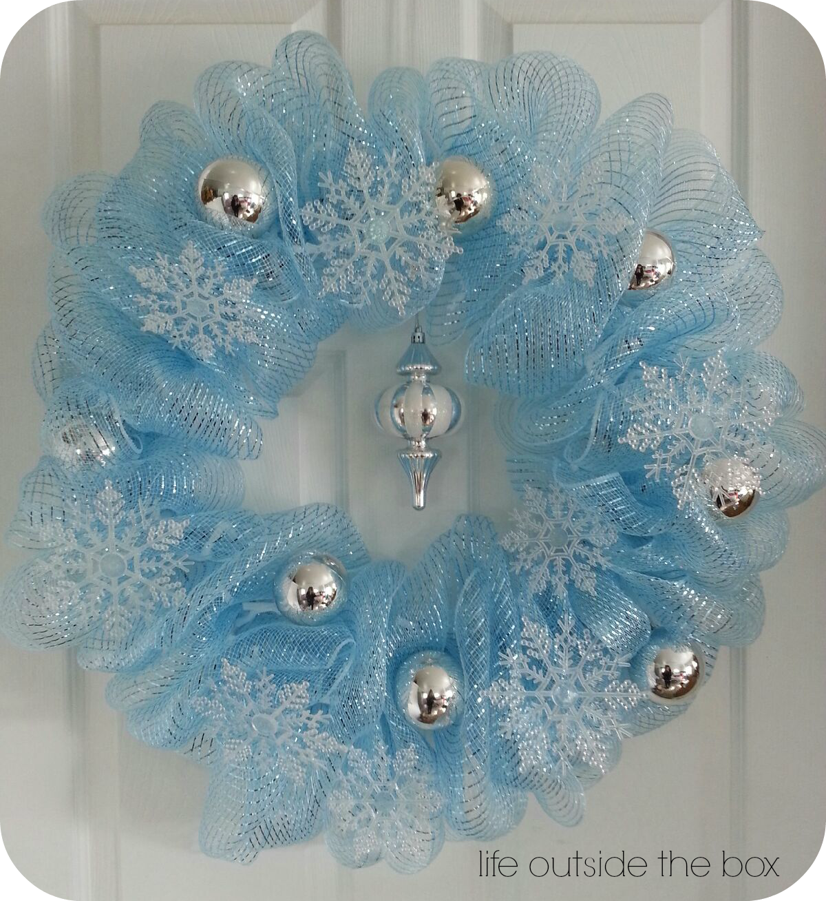 Blue and silver christmas decoration ideas - Wreaths