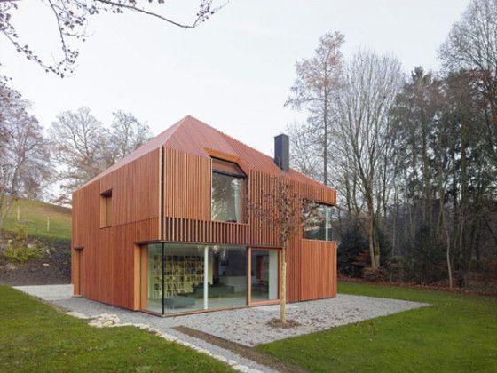 Modelo de casa moderna de madera, escultórica fachada con varillas - fachada madera