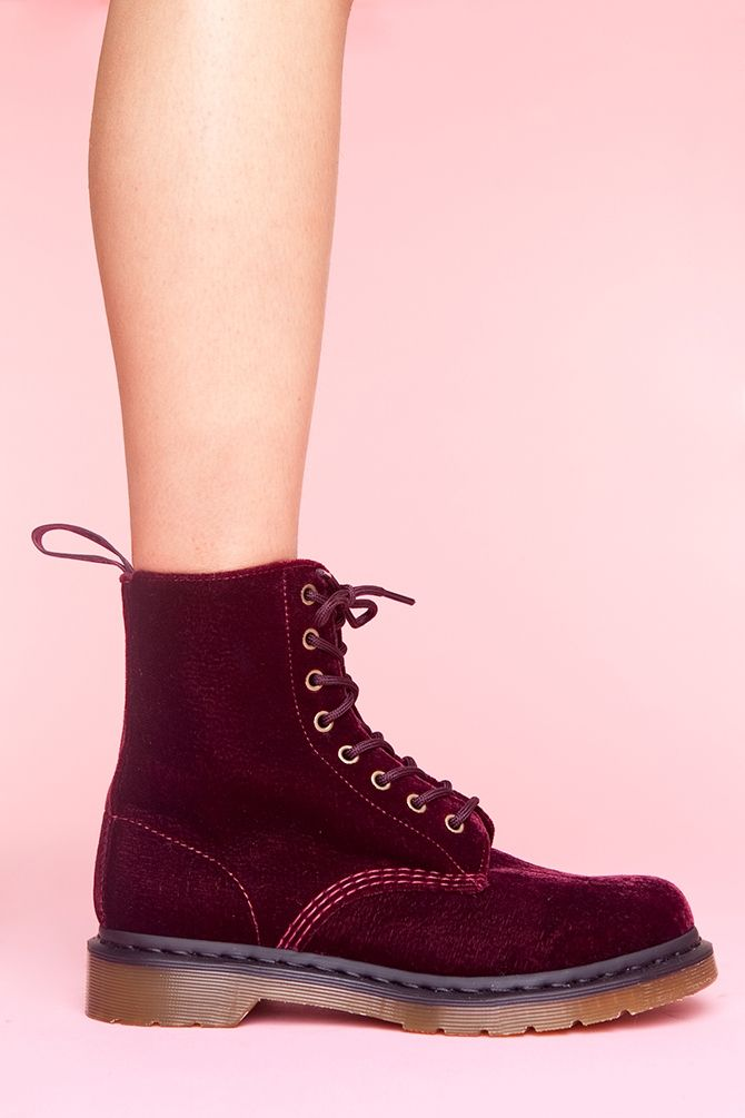 40a3931f9 Red velvet Doc Martens | Style | Shoes, Boots, Shoe boots