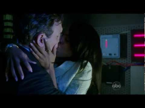 Olivia and fitz in the closet
