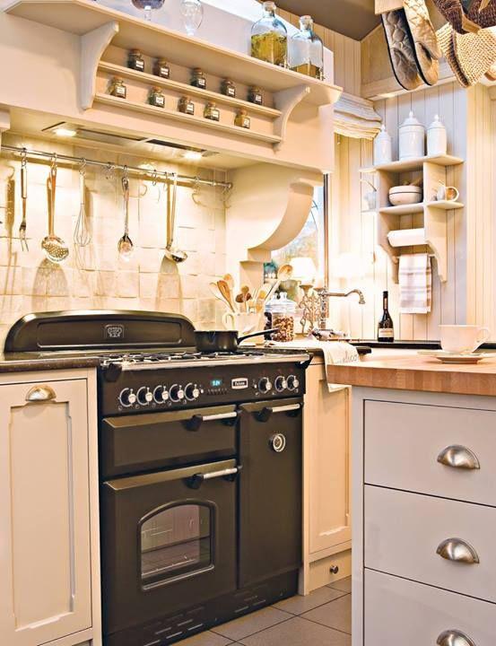 On Retrouve Une Falcon Classic Version Noir Dans Une Jolie - Cuisiniere 90 pour idees de deco de cuisine