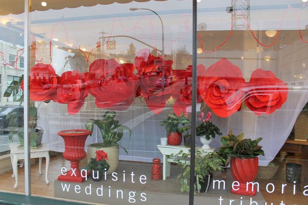 HUGE roses paper flowers! Valentine's Day or Wedding Party, boutique window display idea! www.boutique-boost.com