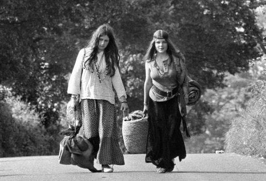 where to meet hippie chicks