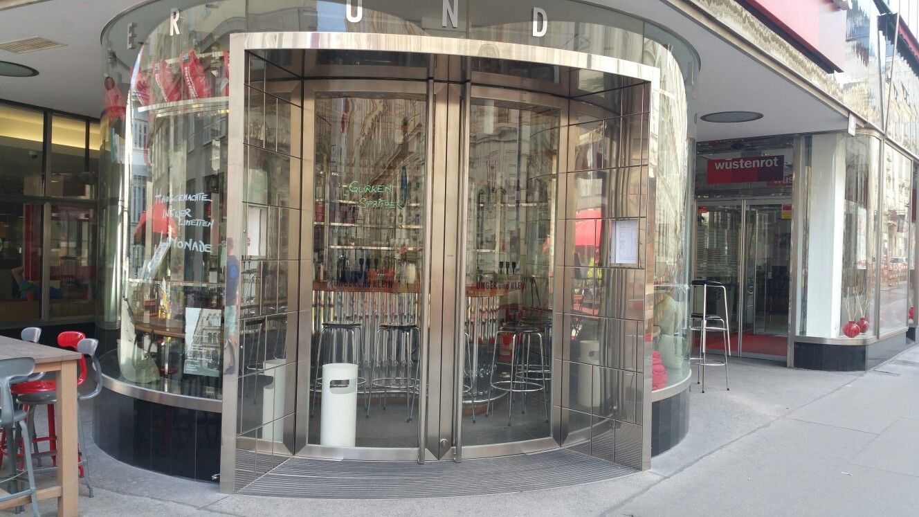 Die Rund Bar bekannt aus Vorstadtweiber