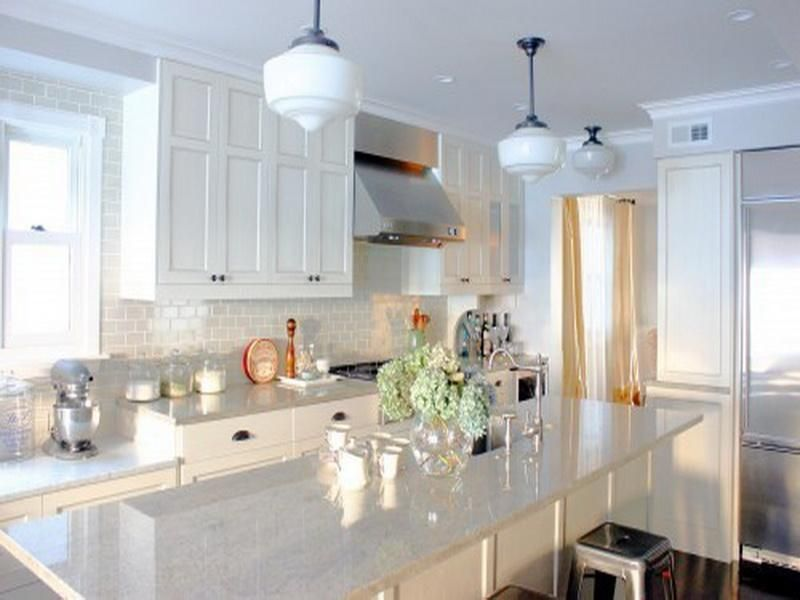 Etonnant Clean White Quartz Countertops White Cabinents Dark Floors, Backsplash