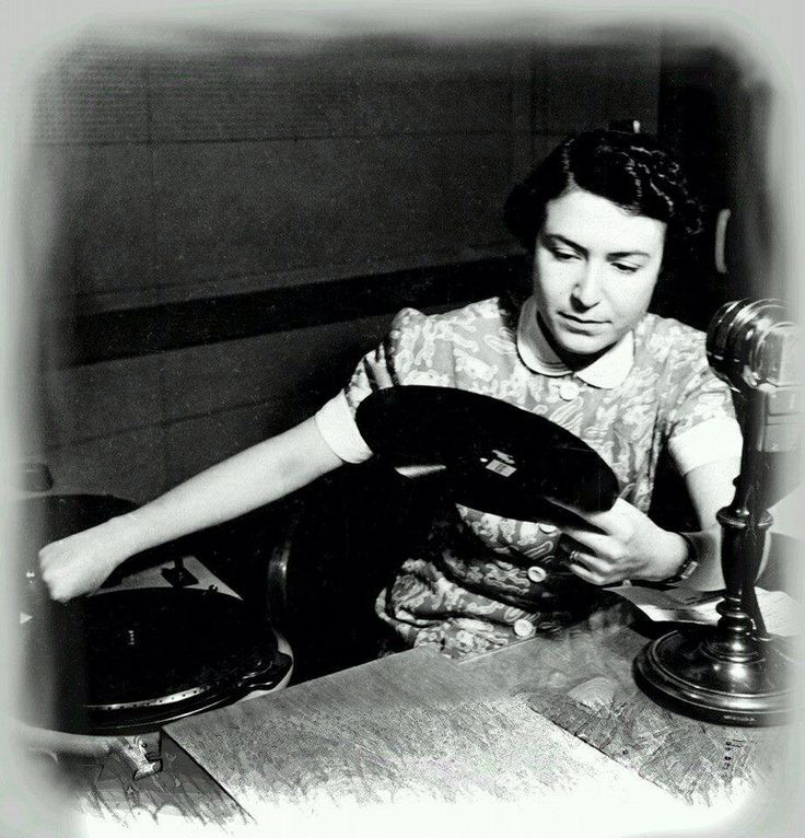 Asma Tooba (1905 - 1983) The first Arab woman working in media through Here is Jerusalem radio in 1936