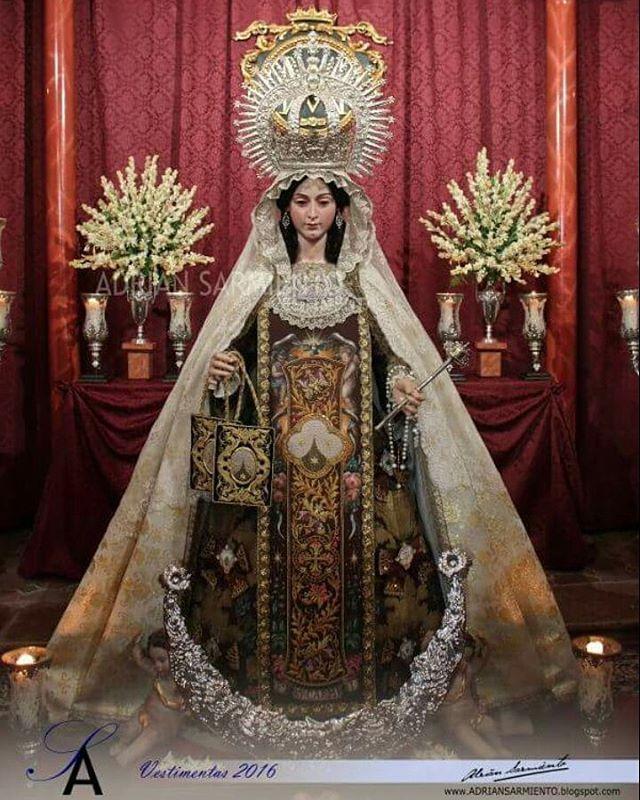 Nuestro vestidor y fundador de Tallercito también se dedica al atavío de imágenes, aquí os dejamos una foto de la Virgen del Carmen de Antequera para el besamanos magno. Pueden seguir sus trabajos en @adrisarmiento88