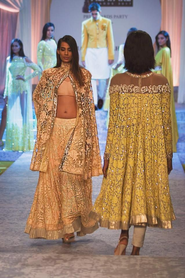 Manish Malhotra Fashion Show Dress 20178 For Women Is Just Full Of Fabulous Designs And Fashion Show Dresses Fashion Traditional Indian Outfits
